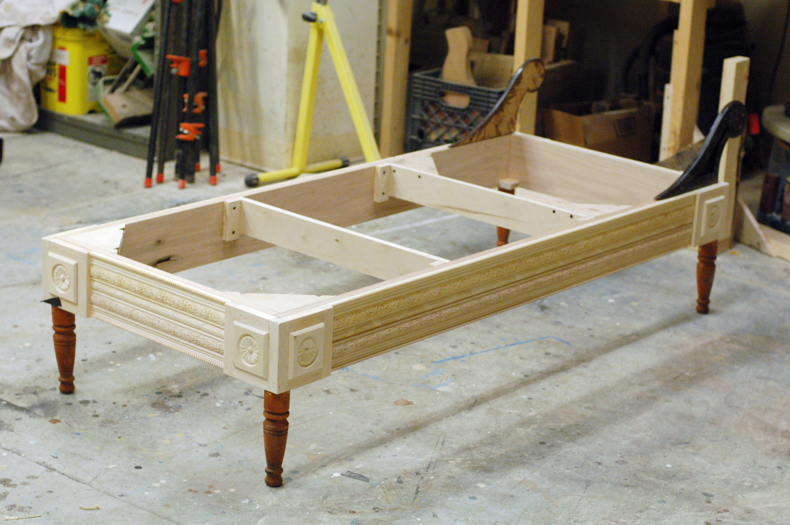 A step by step photographic woodworking guide page 22 for Building a chaise lounge