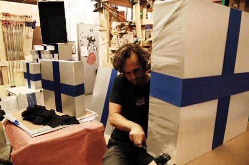 Jeremy Lydic making oversized gift boxes for Iron Chef: America