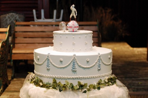 A Grand Wedding Cake For Cloud 9