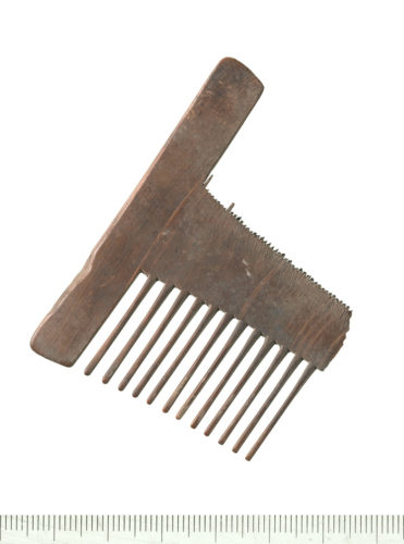Bone comb found at Curtain Theatre, (C) MOLA