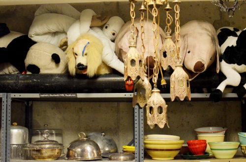 Animals and dinnerware